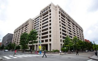 Η συζήτηση για την ελάφρυνση του χρέους επρόκειτο να ανοίξει σε άτυπες διασκέψεις στο περιθώριο της εαρινής συνόδου του ΔΝΤ στην Ουάσιγκτον.