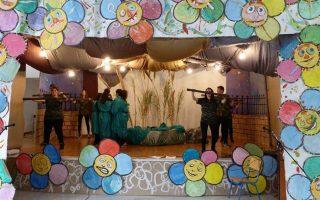Ο κ. Φίλης βρέθηκε τους χώρους του δεύτερου Φεστιβάλ Πολιτισμού Ειδικής Αγωγής, που οργανώνει το Ειδικό σχολείο Πειραιά, με τίτλο «Με μια Χάρτινη Πεταλούδα … Πετάω», στο οποίο συμμετέχουν μαθητές από τα σχολεία Ειδικής Αγωγής από όλη την Αττική.