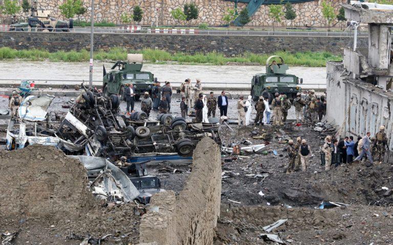 Δεκάδες νεκροί από επίθεση αυτοκτονίας Ταλιμπάν