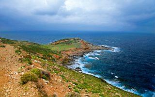 Το νοτιότερο σημείο της Εύβοιας, το ακρωτήρι του Καφηρέα ή Κάβο Ντόρο. (Φωτογραφία: ΟΛΓΑ ΧΑΡΑΜΗ)