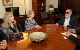 O υπουργός Εσωτερικών και Διοικητικής Ανασυγκρότησης Πάνος Κουρουμπλής (Δ) συναντάται με την Πρόεδρο του Ιδρύματος Robert F. Kennedy για τα Ανθρώπινα Δικαιώματα Kerry Kennedy (Κ), συνοδευόμενη από την Πρέσβη καλής Θελήσεως της UNESCO Μαριάννα Βαρδινογιάννη (Α), Δευτέρα 4 Απριλίου 2016. ΑΠΕ-ΜΠΕ/ΑΠΕ-ΜΠΕ/Παντελής Σαίτας