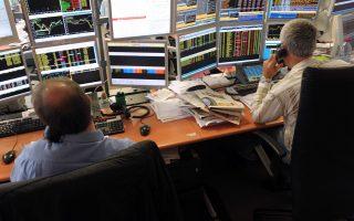 ligoteres-dapanes-gia-dimosies-scheseis-ton-fund-managers0