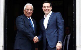 Ο πρωθυπουργός Αλέξης Τσίπρας (Δ) υποδέχται τον πρωθυπουργό της Πορτογαλίας Antonio Costa (Α) κατά τη διάρκεια της επίσημης συνάντησής τους στο Μέγαρο Μαξίμου, Δευτέρα 11 Απριλίου 2016. ΑΠΕ-ΜΠΕ/ΑΠΕ-ΜΠΕ/ΑΛΕΞΑΝΔΡΟΣ ΒΛΑΧΟΣ