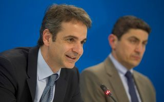 (Ξένη δημοσίευση)  Ο πρόεδρος της Νέας Δημοκρατίας, Κυριάκος Μητσοτάκης (Α) με τον αναπληρωτή Γραμματέα της Πολιτικής Επιτροπής του Κόμματος, Βουλευτή Ηρακλείου Λευτέρη Αυγενάκη (Δ) κατά τη διάρκεια εκδήλωσης, για την παρουσίαση της ηλεκτρονικής πλατφόρμας δράσης «Συμμετέχω στη Ν.Δ.», τη  Δευτέρα 4 Απριλίου 2016, στα κεντρικά γραφεία του Κόμματος.  ΑΠΕ-ΜΠΕ/ΓΡΑΦΕΙΟ ΤΥΠΟΥ ΝΔ/ΔΗΜΗΤΡΗΣ  ΠΑΠΑΜΗΤΣΟΣ