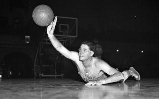 Τα 210 εκατοστά του προκαλούσαν... τρόμο, σε μια εποχή που οι ψηλοί έλειπαν από τα γήπεδα του μπάσκετ.