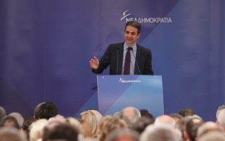 «Ο κ. Τσίπρας είναι αδιόρθωτος. Ζημιώνει τη χώρα. Κανείς δεν ελπίζει τίποτα από αυτόν», τόνισε ο πρόεδρος της Νέας Δημοκρατίας Κυρ. Μητσοτάκης.
