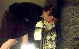 Η Δέσποινα Κούρτη στην παράσταση «Ο νεκρός ταξιδιώτης» στο Scrow Theater, που σκηνοθετεί ο Αρης Τρουπάκης.
