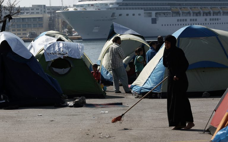 Συλλαλητήρια και συμπλοκές στον Πειραιά, σε επιφυλακή η ΕΛ.ΑΣ.