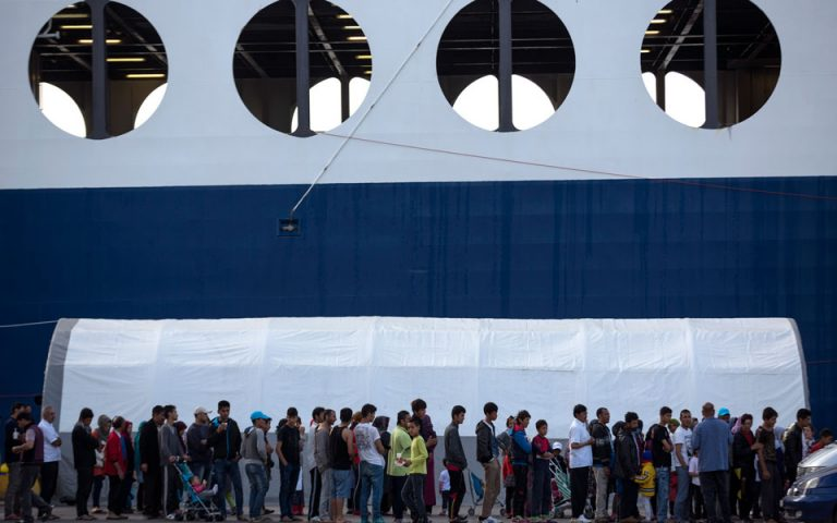 Νέες συμπλοκές προσφύγων στον Πειραιά