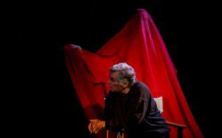 Ο Θεοδόσης Πελεγρίνης επί σκηνής. Φωτογραφία: Βαγγέλης Ρασσιάς.