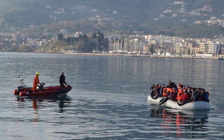 Περισσυλογή 41 μεταναστών και προσφύγων από ξύλινη λέμβο νοτιοδυτικά της Πύλου