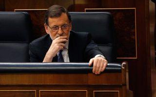 Σφοδρά πυρά, από τα περισσότερα κόμματα που εκπροσωπούνται στο κοινοβούλιο, δέχτηκε ο Μαριάνο Ραχόι για τους χειρισμούς του στο ζήτημα της προσφυγικής κρίσης.
