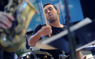 Ο Αντόνιο Σάντσεζ θεωρείται ένας από τους κορυφαίους αυτοσχεδιαστές ντράμερ στον χώρο της τζαζ