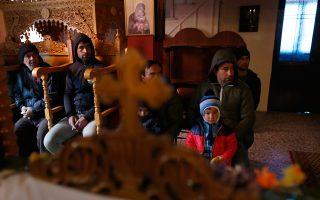 Σύροι πρόσφυγες, χριστιανοί, βρήκαν καταφύγιο σε εκκλησία της Ειδομένης. Μαρτυρίες και πληροφορίες από περιοχές της Συρίας και του Ιράκ, όπου κυριαρχεί ακόμα το Ισλαμικό Κράτος, κάνουν λόγο για ξεκλήρισμα του χριστιανικού στοιχείου, έναν διωγμό με σφαγές, δηώσεις, αλλά και εξισλαμισμούς υπό την απειλή εξόντωσης