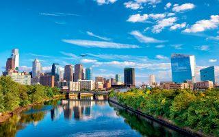 Ο ποταμός Schuylkill διατρέχει τη Φιλαδέλφεια, με φόντο τους ουρανοξύστες της πόλης (Φωτογραφία: Shutterstock)