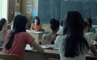 Η Μαργκίτα Γκόσεβα, η δασκάλα στην έδρα, είναι η αποκάλυψη του «Μαθήματος». Η ταινία είναι βουλγαρικής και ελληνικής συμπαραγωγής.
