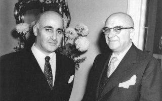 Ο Γιώργος Θεοτοκάς  (αριστερά) με τον Τζορτζ Σκούρας, στο Λος Αντζελες το 1952.
