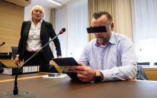 Περίεργη επιλογή γυαλιών από τον Λουτς Μπάκμαν, χθες στο δικαστήριο.