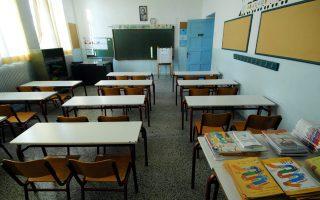 Με βάση την απόφαση του Νίκου Φίλη, θα «εξοικονομηθούν» περίπου 3.000 θέσεις εκπαιδευτικών.