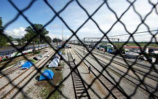 Στα 4 εκατομμύρια ευρώ ανέρχονται οι επιβαρύνσεις στις μεταφορές εξαιτίας του πολυήμερου αποκλεισμού της σιδηροδρομικής γραμμής στην Ειδομένη.
