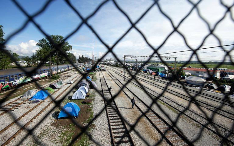 Μουζάλας: Θα μείνουν 30.000-40.000 πρόσφυγες