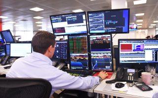 Αναλυτές της αγοράς επισημαίνουν πως έχουν μειωθεί οι χρηματιστηριακές αξίες πολλών εταιρειών, καθιστώντας τες και πάλι ελκυστικές στους επενδυτές.