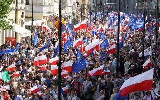 Κεντρικό σύνθημα της διαδήλωσης του Σαββάτου ήταν: «Είμαστε και θα παραμείνουμε στην Ευρώπη».