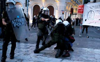 Μόνο τρεις από τους δεκατέσσερις συλληφθέντες στα προχθεσινά επεισόδια ήταν Ελληνες πολίτες.