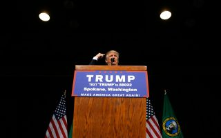 Ο Ντόναλντ Τραμπ, κατά τη διάρκεια ομιλίας του στην πόλη Σποκέιν της πολιτείας Ουάσιγκτον στις ΒΔ ΗΠΑ.