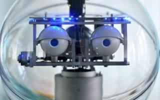 Ρομπότ για εγκεφαλικά. Το πιλοτικό πρόγραμμα που «τρέχει» στο  Ilmenau έχει σκοπό να βοηθήσει τους ασθενείς που έχουν υποστεί ένα εγκεφαλικό επεισόδιο. Το ρομπότ, που για την κατασκευή του έχουν δαπανηθεί 1.5 εκατ. ευρώ, παρουσιάστηκε στην Γερμανία και ο σκοπός του είναι να μαθαίνει τους ασθενείς να περπατάνε ξανά, μια από τις σημαντικότερες απώλειες ενός εγκεφαλικού  επεισοδίου. EPA/MARTIN SCHUTT