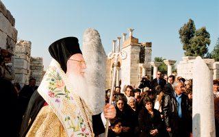 O Πατριάρχης κ.κ. Bαρθολομαίος χοροστατεί στον Nαό Aγίου Iωάννου του Θεολόγου στην Eφεσο, σε προηγούμενη ποιμαντική επίσκεψη. (Φωτογραφία Nίκου Mαγγίνα, Eφεσος)