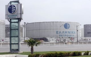 Η μείωση της ζήτησης κατά 7% το α΄ τρίμηνο, λόγω των ήπιων καιρικών συνθηκών που περιόρισαν την κατανάλωση πετρελαίου θέρμανσης, δεν στάθηκε εμπόδιο στο να παρουσιάσει κέρδη ο όμιλος των Ελληνικών Πετρελαίων.