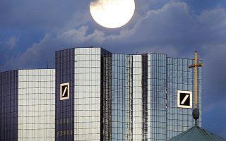 Η Deutsche Bank σχεδιάζει να διαγράψει το 35%-40% των σχεδόν 190.000 νομικών προσώπων, με τα οποία συναλλάσσεται διάμέσου των βραχιόνων της στις διεθνείς αγορές, την εταιρική και την επενδυτική τραπεζική. Ορισμένοι πελάτες διατηρούν πλήθος εταιρειών στο όνομά τους και μέσω αυτών συναλλάσσονται με την Deutsche Bank.