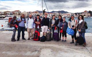 Οι δέκα Αμερικανοί φοιτητές αρχιτεκτονικής του Πανεπιστημίου Drury των ΗΠΑ, που φιλοξενήθηκαν για 13 εβδομάδες στο Ελληνικό Κέντρο Μελετών Drury στην Αίγινα. Τα εκπαιδευτικά ταξίδια φοιτητών από τον Μισισιπή στην Ελλάδα ξεκίνησαν ήδη από το 1985, το 1997 πήραν πιο επίσημη μορφή και από το 2011 η έδρα βρίσκεται στο νησί του Αργοσαρωνικού.