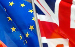 Η Τράπεζα της Αγγλίας προειδοποίησε ότι η αβεβαιότητα λόγω δημοψηφίσματος επηρεάζει ήδη τη βρετανική οικονομία, γεγονός που ενέτεινε τις πιέσεις στα χρηματιστήρια.