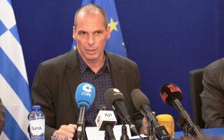 Ο Γ. Βαρουφάκης χαρακτήρισε τον Γερμανό υπουργό Οικονομικών Β. Σόιμπλε «ανίκανο ανθρωπάκο, αστοιχείωτο από πλευράς οικονομικών».