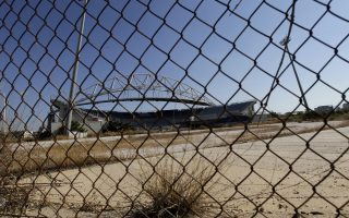 Αποψη του γηπέδου beach volley του Ολυμπιακου συμπλέγματος του Παλαιού Φαλήρου, δέκα χρόνια από την έναρξη των Ολυμπιακών Αγώνων της Αθήνας, Τετάρτη 13 Αυγούστου 2014. Οι περισσότερες Ολυμπιακές εγκαταστάσεις παρουσιάζουν εικόνα εγκατάλειψης και καταστροφής. ΑΠΕ-ΜΠΕ/ΑΠΕ-ΜΠΕ/ΟΡΕΣΤΗΣ ΠΑΝΑΓΙΩΤΟΥ
