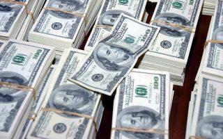 Η ισοτιμία του δολαρίου έναντι δέσμης 10 νομισμάτων παρέμεινε χθες κοντά στο υψηλό έξι εβδομάδων όπου είχε βρεθεί την περασμένη Παρασκευή.