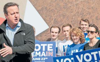 Ο πρωθυπουργός της Βρετανίας, Ντ. Κάμερον, κατά τη διάρκεια ομιλίας του υπέρ της παραμονής της χώρας στην Ε.Ε. Οι δημοσκοπήσεις δείχνουν μάχη στήθος με στήθος.