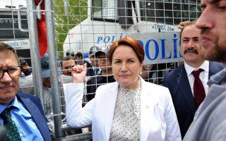 Η πρώην υπ. Εσωτερικών Μεράλ Αξενέρ εμφανίζεται ως η επικρατέστερη υποψήφια διάδοχός του.