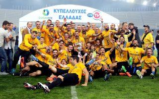 Η ΑΕΚ πανηγυρίζει όχι μόνο για την κατάκτηση του Κυπέλλου, αλλά και γιατί εξασφάλισε το καλό εισιτήριο του Γιουρόπα Λιγκ στα πλέι οφ.