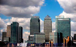 Το Λονδίνο εξυπηρετεί τις αμερικανικές τράπεζες ως δίοδος για την ενιαία ευρωπαϊκή αγορά, παρέχοντας υπηρεσίες με έδρα το Σίτι.