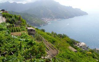 Πανέμορφο για τον ταξιδιώτη το Σορέντο. Αλλά για τους αγρότες του Αμάλφι οι δυσκολίες, λόγω της τοπογραφίας, θέτουν σε κίνδυνο τις καλλιέργειες.