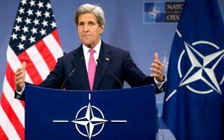 Ο Τζον Κέρι κατά τη χθεσινή συνέντευξη Τύπου, στο πλαίσιο της Συνόδου των υπουργών Εξωτερικών του ΝΑΤΟ, στις Βρυξέλλες.