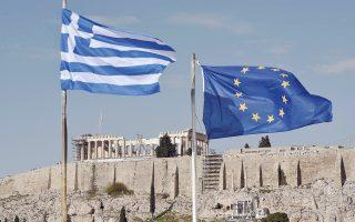 Η μετάβαση από την αποεπένδυση στην καθαρή επένδυση, που αποτελεί τον βασικό μοχλό ανάπτυξης, απαιτεί μια μαζική εισροή τεχνογνωσίας και κεφαλαίων, κυρίως από το εξωτερικό. Τα κεφάλαια από ελληνικές επιχειρήσεις δεν επαρκούν, το ίδιο, δε, ισχύει και για τα κεφάλαια που είναι διαθέσιμα για δημόσιες επενδύσεις (ΕΣΠΑ, ΣΕΣ, πακέτο Γιούνκερ, Ευρωπαϊκές Επενδυτικές Τράπεζες), συνολικού ετήσιου ύψους γύρω στα 6 δισ. ευρώ.