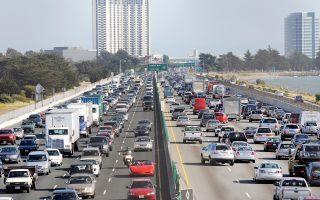Οι ελλείψεις στις υποδομές της χώρας προκαλούν ήδη προβλήματα στον μέσο Αμερικανό. Οπως τονίζουν, «συνολικά έχει αυξηθεί κατά 36% ο χρόνος που οι Αμερικανοί παραμένουν εγκλωβισμένοι στην κυκλοφοριακή συμφόρηση στις 50 πιο κεντρικές περιοχές από τις οποίες περνάει ο υπόγειος σιδηρόδρομος».