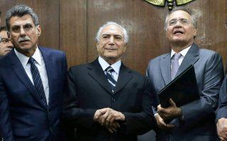 Ο προσωρινός πρόεδρος της Βραζιλίας Μισέλ Τεμέρ (κέντρο) σε πρόσφατη συνάντησή του με τον πρόεδρο της Γερουσίας Ρενάν Καλέιρος (δεξιά) και τον μέχρι χθες υπουργό Σχεδιασμού Ρομέρο Τζούκα.