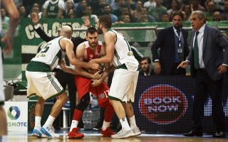 Ο νικητής του αποψινού ντέρμπι θα κάνει αποφασιστικό βήμα για την κατάκτηση του πρωταθλήματος μπάσκετ.