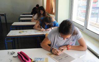 «Τέλος» στις Πανελλαδικές Εξετάσεις βάζει η πρόταση της Επιτροπής για την Παιδεία. Σήμερα οι υποψήφιοι Γενικού Λυκείου εξετάζονται στα μαθήματα της Βιολογίας και της Πληροφορικής Προσανατολισμού.