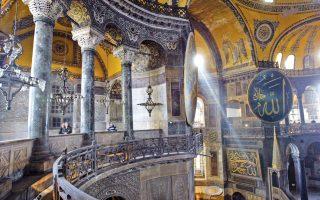 Η Αγία Σοφία στην Κωνσταντινούπολη. Η πτώση του τουρισμού οφείλεται κυρίως στα διαδοχικά τρομοκρατικά χτυπήματα και στο «εμπάργκο» της Ρωσίας.